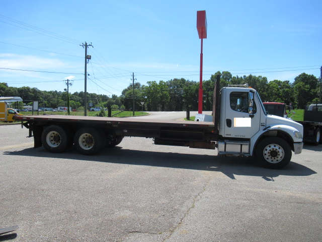 2006 Freightliner BUSINESS CLASS M2 106 - 2