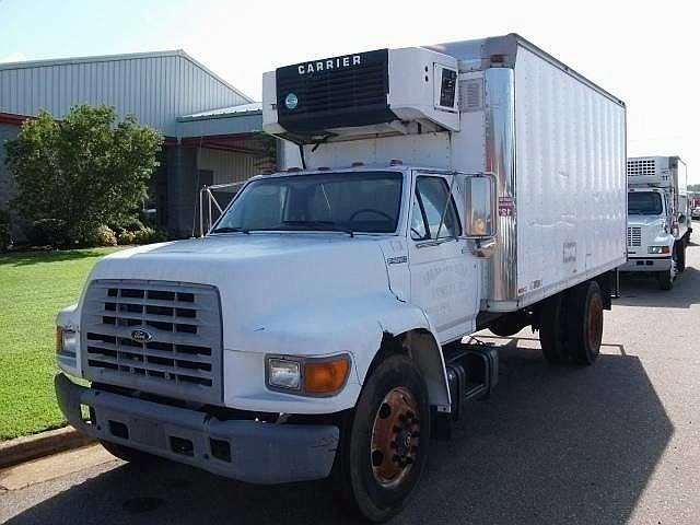 1999 Ford F800 - 1