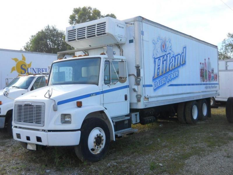 2000 Freightliner FL80 - 1