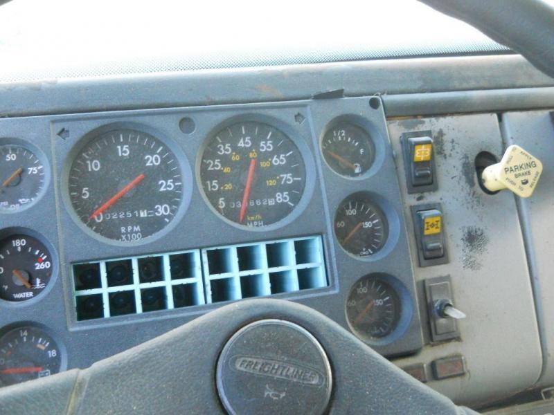 2000 Freightliner FL80 - 9