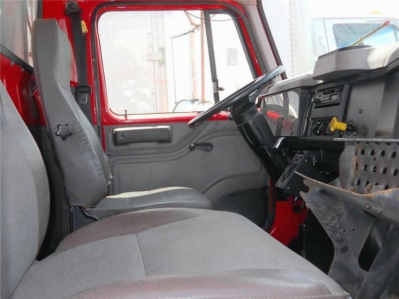 2001 International 4900 - 8