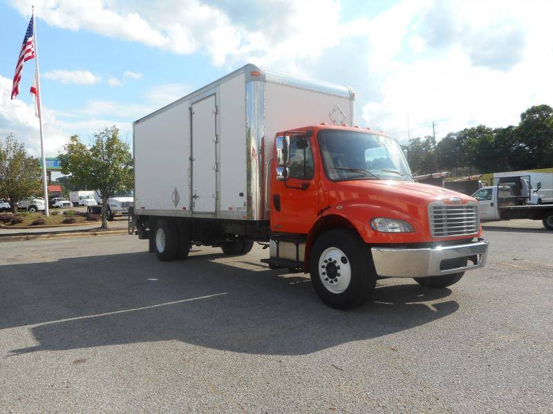 2009 Freightliner BUSINESS CLASS M2 106 - 2
