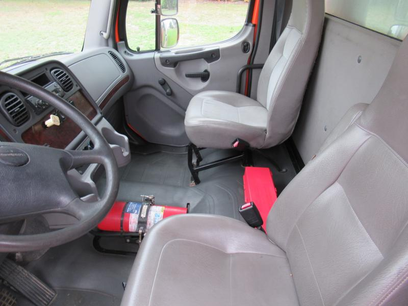 2009 Freightliner BUSINESS CLASS M2 106 - 11